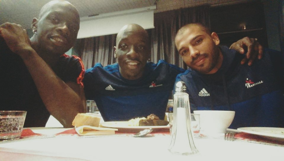 Le duo est devenu trio... (Page Facebook de Kevynn Nyokas)