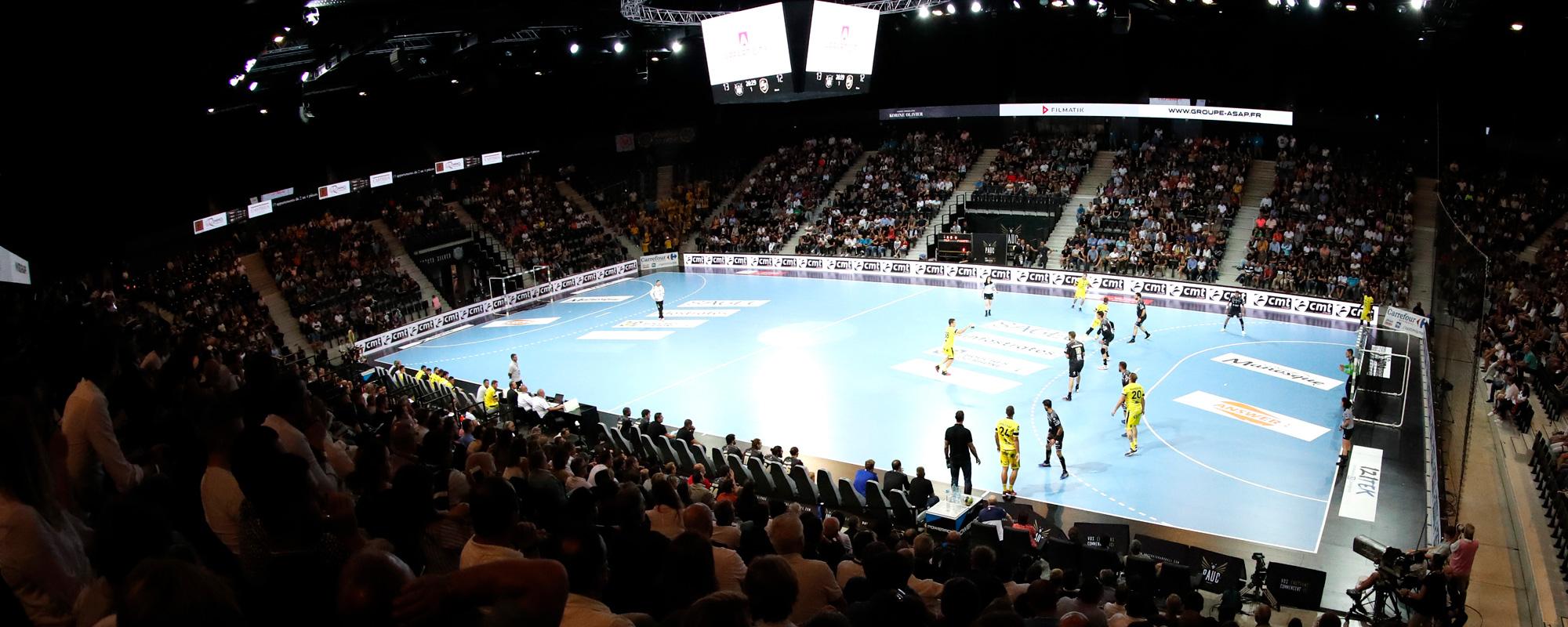 L'Arena du Pays d'Aix peut accueillir jusqu'à 6000 spectateurs.