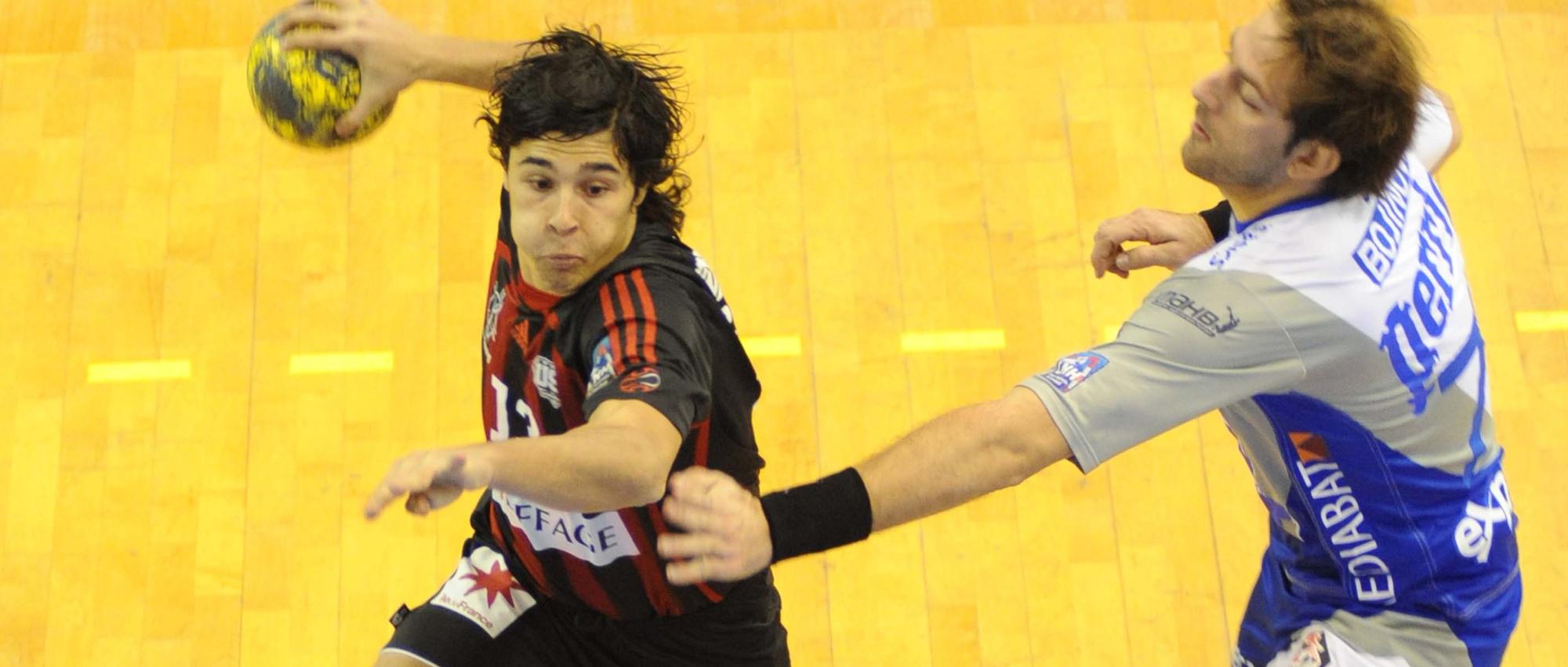 Guillaume Crépain a joué ses premiers matchs en professionnel avec Ivry lors de la saison 2005/2006.
