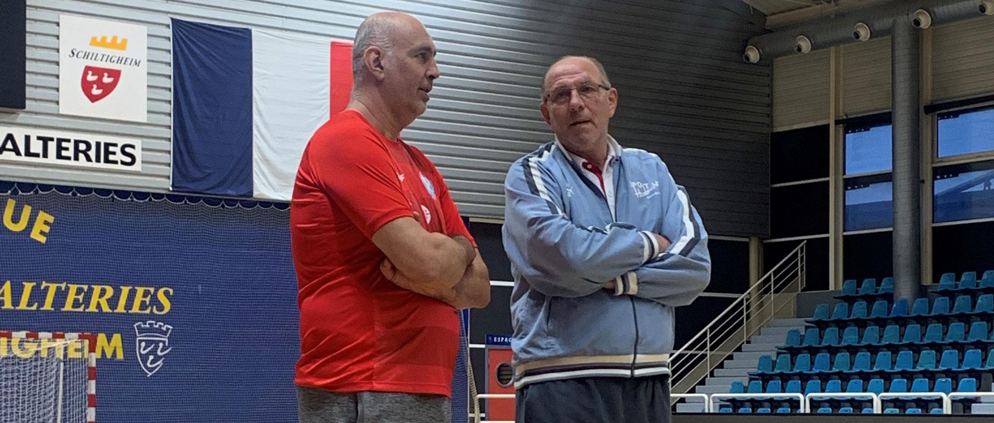 Denis Lathoud, entraîneur de l'ESSAHB, et Andrei Lavrov en pleine discussion lors d'un entraînement