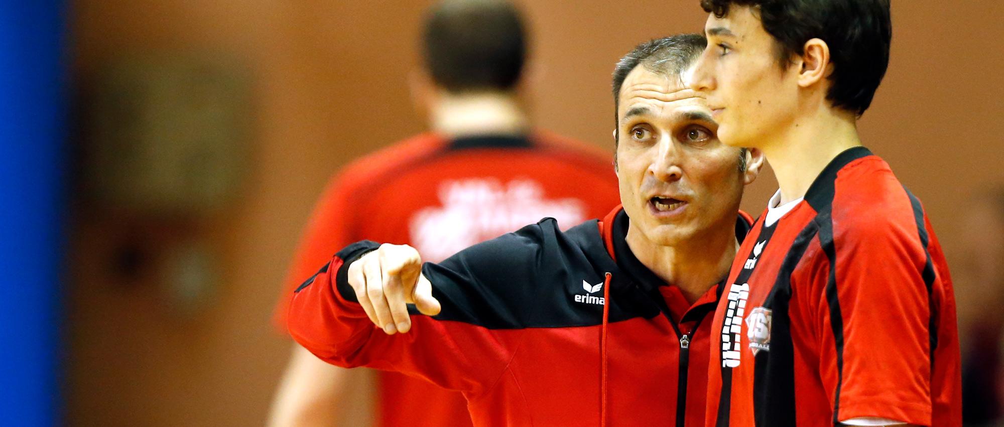 Avant d'en être le directeur, Pascal Léandri a été joueur, puis entraineur de l'US Ivry
