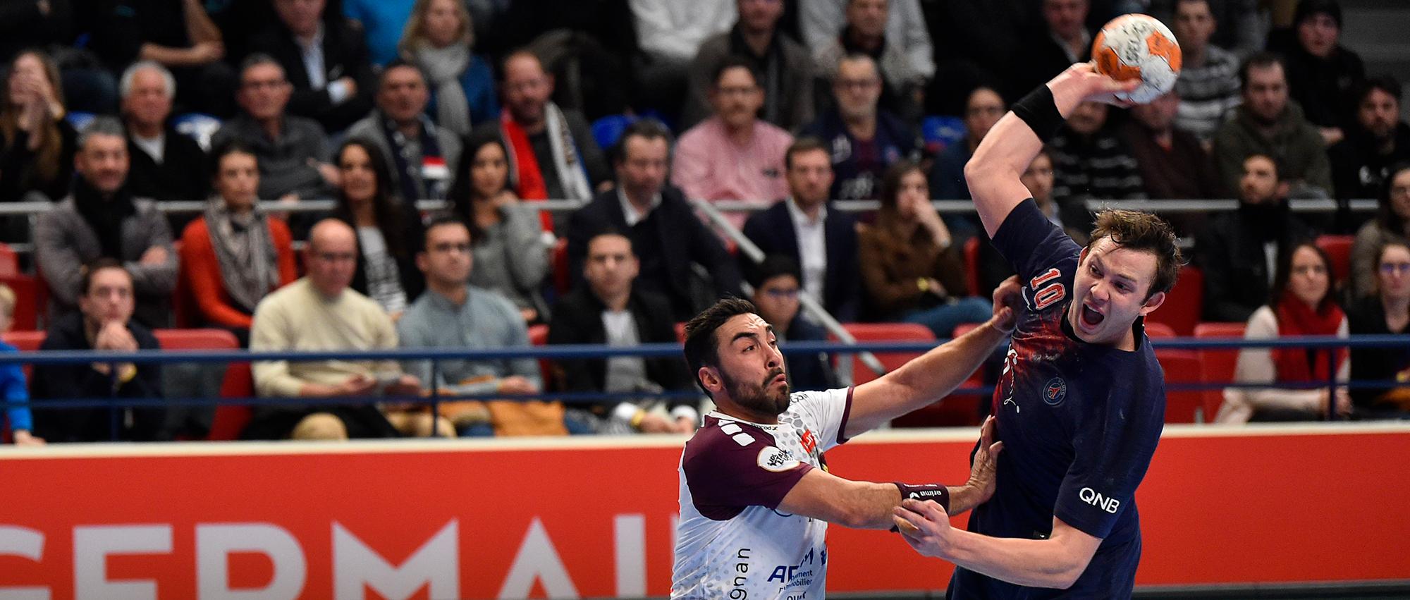 Le Norvégien Sander Sagosen  à la lutte avec l'espagnol Valero Rivera à l'occasion des quarts de finale de Coupe de la Ligue, jeudi dernier.